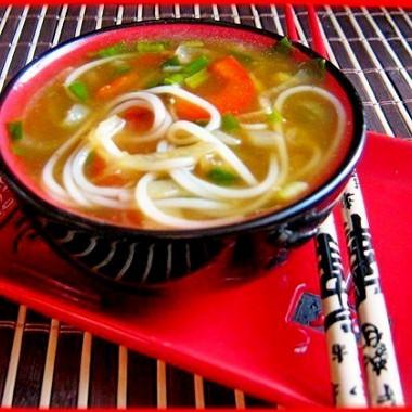 Рецепт Луковый суп срисовой лапшой исоевым соусом