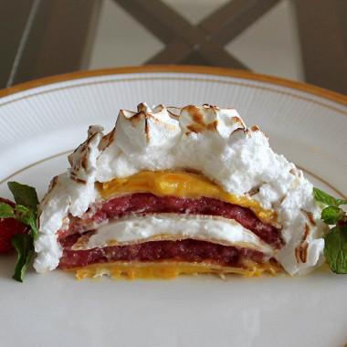 Рецепт Запеченная аляска сблинчиками, клубничным желе иапельсиновым курдом