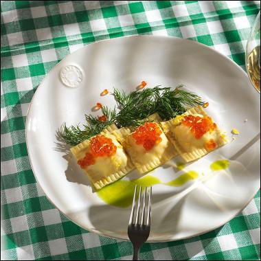 Рецепт Равиоли скопченым лососем иобезжиренным творогом
