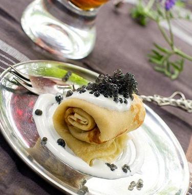 Рецепт Тонкие гречневые блины сосметаной ичерной икрой