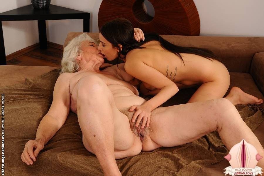 Threesome mature ladies fuck
